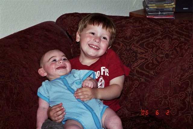 Kevin_and_joshua_june_20063